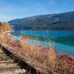 Paysage rail et lac Colombie Britannique