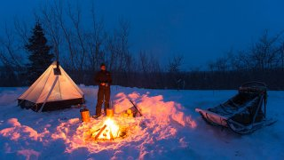 Campement dans la neige