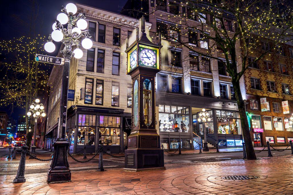 Horloge à vapeur dans la rue
