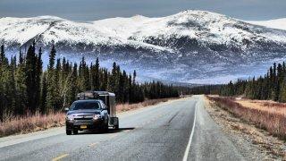 Route menant à la montagne